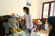 Chăm sóc sức khỏe người cao tuổi trong bối cảnh dịch COVID-19