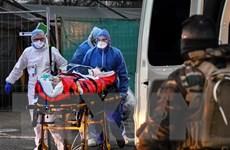 Pháp ghi nhận thêm gần 14.000 ca tử vong do COVID-19
