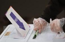 Người Hàn Quốc tích cực đi bỏ phiếu dù vẫn còn dịch COVID-19