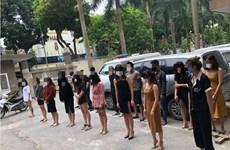 Phát hiện nhiều đối tượng ''bay lắc'' trong quán karaoke ở Hà Nội