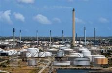 Dự trữ dầu thế giới đang đầy lên, giá dầu châu Á tiếp tục giảm