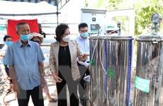 Bàn giao máy lọc nước cho người dân vùng hạn mặn Bến Tre