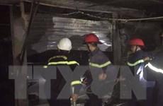 Nghệ An: Chập điện do đốt vàng mã, dãy kiốt trong chợ Vân cháy rụi