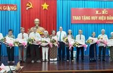 Trao Huy hiệu Đảng tặng 205 đảng viên cao tuổi Đảng tại An Giang