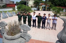Hội Cựu chiến binh TTXVN dâng hương tại nghĩa trang liệt sỹ Bắc Giang