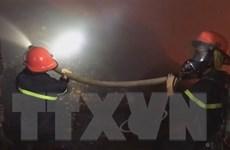Cháy công ty nệm mút rộng 3.000m2, nhiều hàng hóa bị thiêu rụi