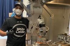 Đầu bếp robot - Giải pháp giãn cách xã hội tại các nhà bếp