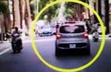 Hà Nội: Tạm giữ lái xe hất chiến sỹ công an lên nóc capo