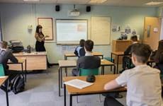 Chính phủ Anh bị chỉ trích về hệ thống tính điểm thi cử mới thời COVID