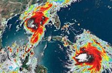 Cảnh báo bão đôi chuẩn bị 'tấn công' vào nước Mỹ