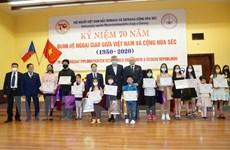Tăng cường gắn kết người Việt với xã hội tại Cộng hòa Séc