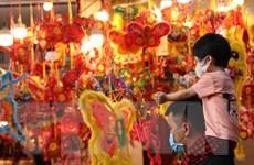 [Photo] Phố Hàng Mã rực rỡ sắc màu trong Tết Trung Thu 2020