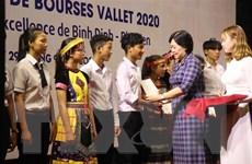 Trao học bổng Vallet cho học sinh 3 tỉnh miền Trung, Tây Nguyên