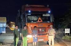 Phát hiện xe đầu kéo chở 35 tấn phế liệu từ nước ngoài về Việt Nam