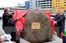 Đặt phiến đá tại vị trí dự kiến xây tượng đài Bác Hồ ở St. Petersburg