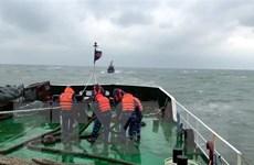 Quảng Ngãi: Ba tàu cá gặp nạn, trôi dạt trên biển chờ cứu hộ