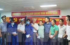 Đưa 6 ngư dân tàu cá Bình Định gặp nạn trên biển về đất liền an toàn