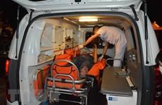 Đưa hai bệnh nhân nguy kịch từ Cù Lao Chàm vào bờ để điều trị