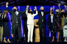 Thông điệp ẩn sau trang phục của những người phụ nữ bên ông Joe Biden