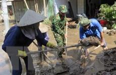 Phú Yên huy động lực lượng hỗ trợ người dân dọn dẹp nhà cửa sau bão
