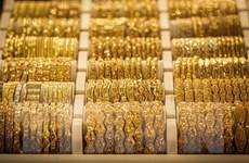 Đồng USD mạnh lên, giá vàng trên thị trường thế giới giảm gần 1%