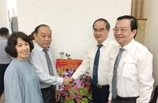 Lãnh đạo Thành phố Hồ Chí Minh thăm các nhà giáo tiêu biểu