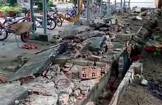 Đồng Nai: Gần 30m tường rào trường tiểu học bất ngờ đổ sập