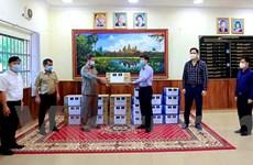 Tổng lãnh sự quán VN tặng vật tư chống dịch cho tỉnh Preah Sihanouk