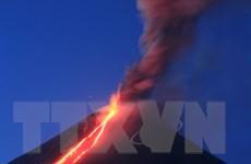 Hình ảnh núi lửa ở Kamchatka của Nga tuôn trào dung nham
