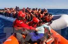 Hơn 120 người di cư bị chặn ở ngoài khơi bờ biển của Libya