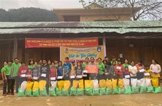 Chia sẻ yêu thương với người dân và học sinh xã Trà Leng