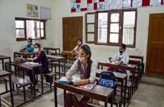 Nhiều nước rục rịch mở cửa trở lại trường học, khôi phục kinh doanh