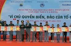 Trao tặng 16.000 lá cờ Tổ quốc cho ngư dân tỉnh Phú Yên