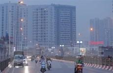 Không khí ở Hà Nội tiếp tục ô nhiễm nặng bất chấp mưa phùn