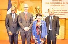 Bà Nguyễn Thúy Anh nhận Huân chương Bắc Đẩu Bội tinh của Pháp