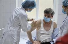 Thứ trưởng Phạm Công Tạc tiêm thử vaccine Nano Covax phòng COVID-19