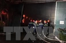 TT-Huế: Thức xuyên đêm để khống chế đám cháy ở công ty dệt may