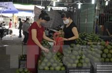 Hoa quả tươi đầu mùa giá rẻ nhưng lượng tiêu thụ hạn chế