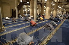 Người Hồi giáo trên khắp thế giới bắt đầu lễ Eid al-Fitr dài 3 ngày