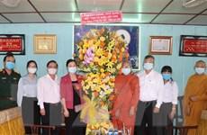Lãnh đạo Mặt trận Tổ quốc chúc mừng Đại Lễ Phật đản tại Cần Thơ
