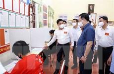 Chủ tịch Quốc hội kiểm tra công tác bầu cử tại Bắc Giang
