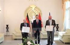Trao tặng phần thưởng cao quý của Nhà nước cho hai người bạn Đức