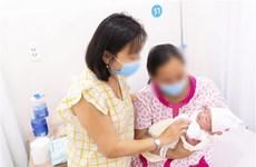 Bệnh viện Hùng Vương đón em bé ra đời đầu tiên nhờ mang thai hộ