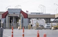 Dịch COVID-19: Mỹ kéo dài lệnh hạn chế đi lại với Canada và Mexico