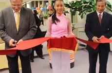 Người Việt tại Hungary xây dựng tủ sách cộng đồng
