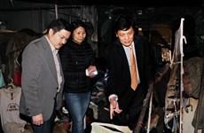 Đại sứ tại Séc thăm tiểu thương người Việt gặp hỏa hoạn