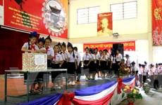 Học sinh Việt Nam tại Lào hướng về biển đảo quê hương