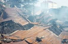 TP.HCM: Cháy lớn tại công ty gỗ, hơn 900m2 nhà xưởng đổ sập