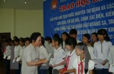Phó Chủ tịch nước trao học bổng tặng học sinh tỉnh Nam Định