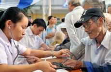 Khám bệnh, cấp phát thuốc miễn phí cho 32.500 người cao tuổi